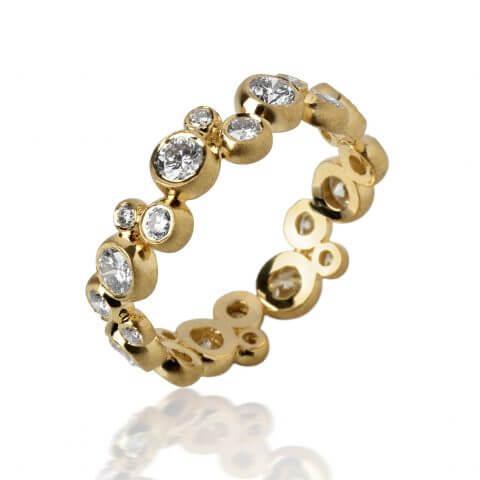 Geltono, matinio aukso žiedas su deimantais