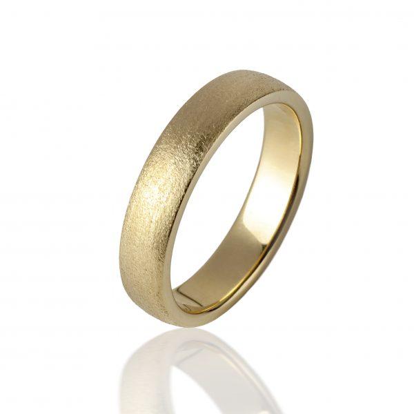 Geltono, matinio, faktūruoto aukso žiedas (6 mm pločio)