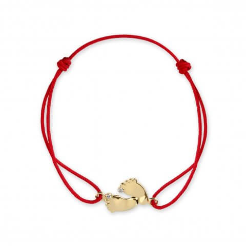 Raudona juostelė-apyrankė su geltono aukso pėdutėmis ir deimantais