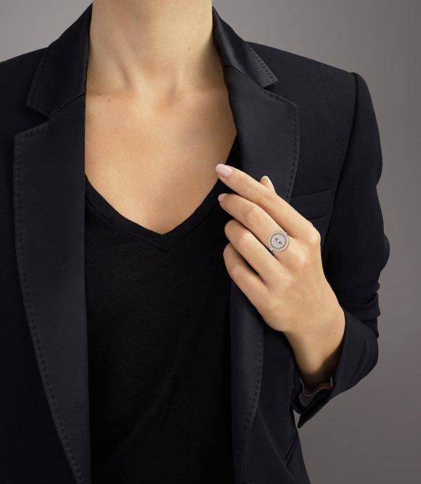 MESSIKA balto aukso žiedais su deimantais Lucky Move