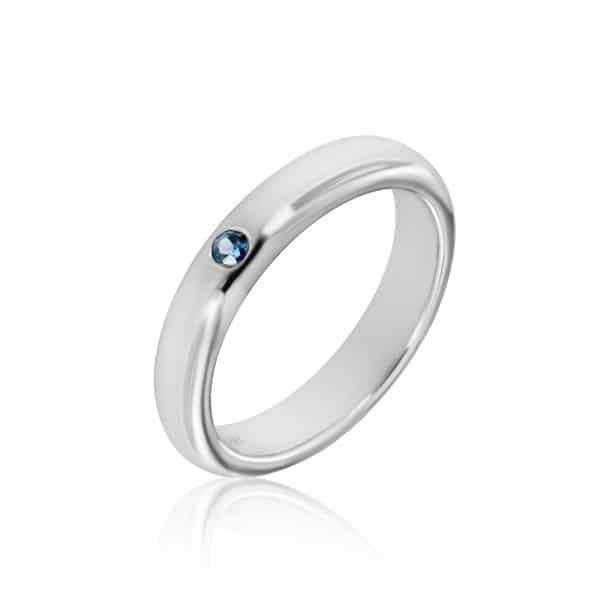 Balto aukso žiedas su safyru (4 mm pločio)