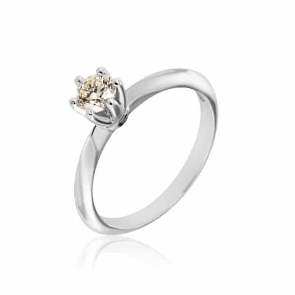 Balto aukso žiedas su round formos deimantu