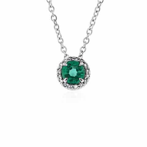 Balto aukso grandinėlė su pakabuku su smaragdu ir deimantais