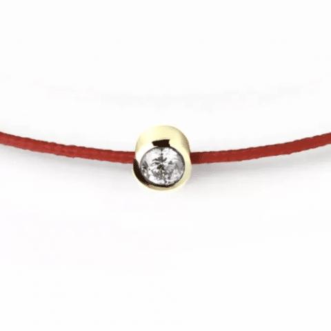 Raudona juostelė-apyrankė su 0,06 ct deimantu (geltonas auksas)